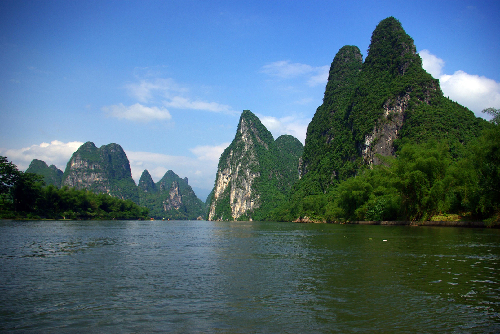 Picture from stuartmattersphotography.  The Li River (Chinese: 漓江; pinyin: Lí Jiāng) or Lijiang is a river in Guangxi Zhuang Autonomous Region, China. It flows 83 kilometres (52 mi) from Guilin to Yangshuo, where the karst mountains and river sights highlight the famous Li River cruise.