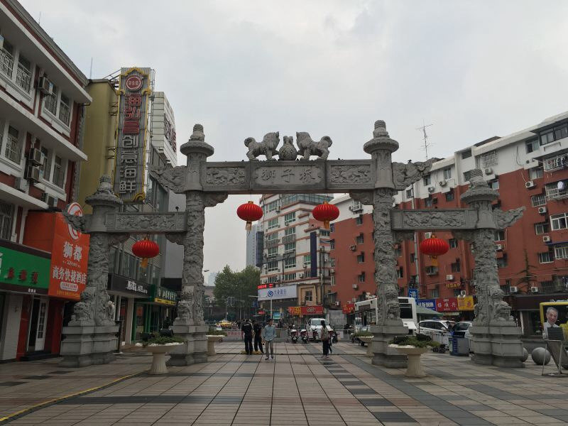 南京传统美食街,不少南京小吃在那里,包括南京大排档等。