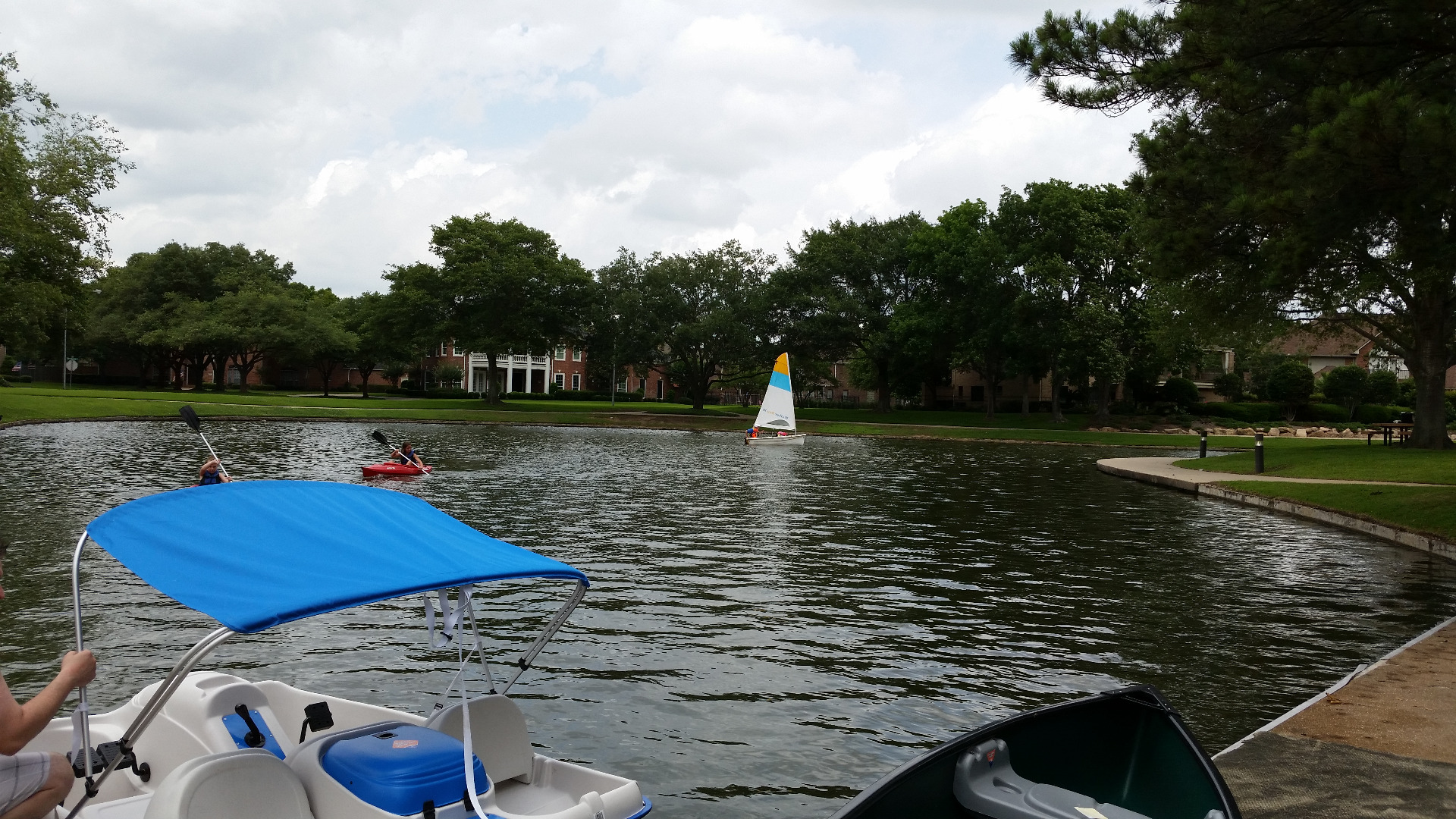 There are sail boats, paddle boats, Kayaks, Canoes. It's really a fun family activity. In the summer, if you do not have time to travel out of town or state, you can still have fun here with your family in the weekends.