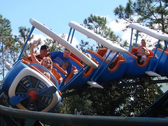 Goofy的儿童过山车,做过几次,还挺好玩的。