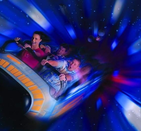 有人说space mountain是Magic Kingdom最刺激的项目,其实应该说是最爽的室内过山车,里面是黑洞洞的,在急速行驶下,可以看见点点星光。
